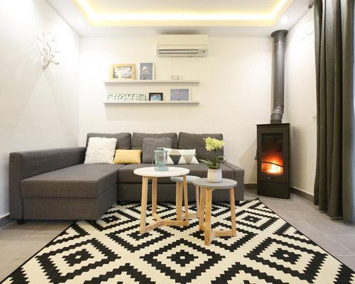 salon m diterran en avec un po le bois photos et id es d co de salons. Black Bedroom Furniture Sets. Home Design Ideas
