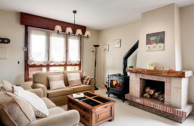 Farmhouse Living Room by Premium Views