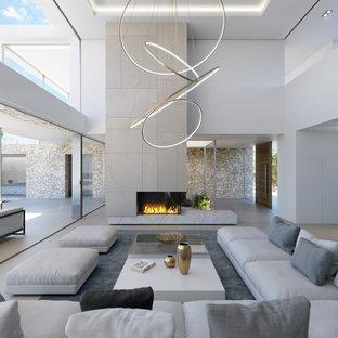 Ejemplo de salón para visitas abierto, contemporáneo, extra grande, sin televisor, con paredes blancas, suelo de madera clara, chimenea de esquina, marco de chimenea de baldosas y/o azulejos y suelo beige
