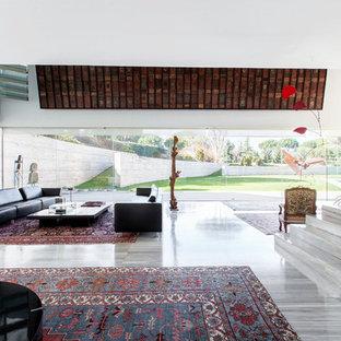 Foto de salón abierto, actual, con paredes blancas y suelo gris