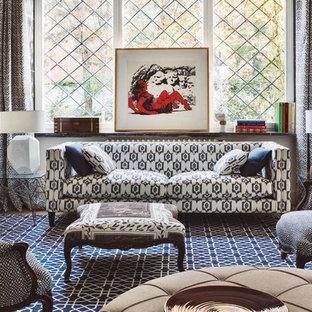 マドリードの中サイズのエクレクティックスタイルのおしゃれな独立型リビング (フォーマル、マルチカラーの壁、カーペット敷き、暖炉なし、テレビなし) の写真