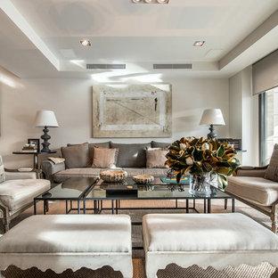 Ejemplo de salón para visitas abierto, tradicional renovado, grande, con paredes blancas y suelo beige