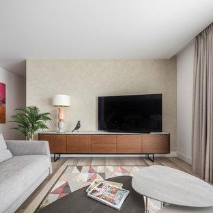 Foto de salón contemporáneo, de tamaño medio, con paredes beige, televisor independiente y suelo gris