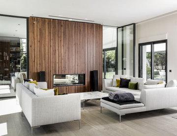 LA FAVORITA, casa de estilo contemporáneo con diseño interior y paisajismo