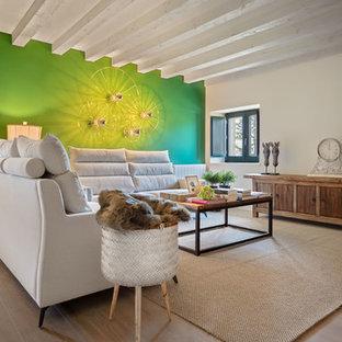 Foto de salón abierto, clásico renovado, con paredes verdes, suelo de madera en tonos medios y suelo marrón