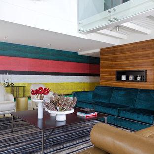 Modelo de salón abierto, contemporáneo, con paredes multicolor