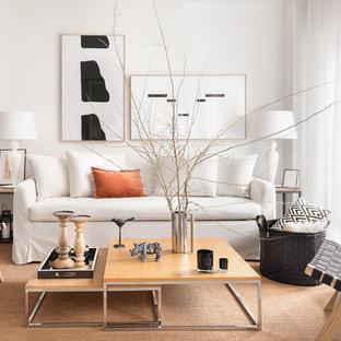 Imagen de salón para visitas abierto, contemporáneo, pequeño, sin televisor y chimenea, con paredes blancas, suelo marrón y suelo de madera clara