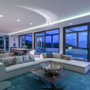 Diseño de salón para visitas abierto, actual, extra grande, sin chimenea y televisor, con paredes blancas y suelo de cemento