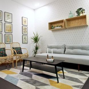 Modelo de salón para visitas escandinavo, pequeño, con paredes blancas y suelo negro