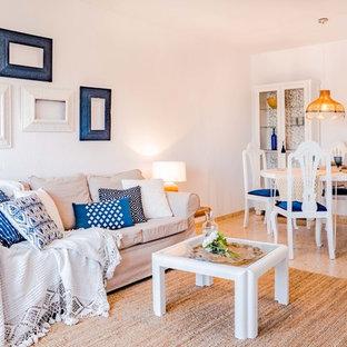 Diseño de salón para visitas cerrado, marinero, con paredes blancas y suelo beige