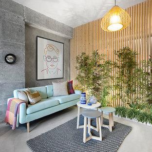 Diseño de salón ecléctico con paredes grises, suelo de cemento y suelo gris