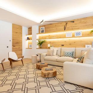 Diseño de salón para visitas cerrado, contemporáneo, sin chimenea y televisor, con paredes blancas, suelo de madera clara y suelo marrón