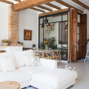 Foto de salón abierto, actual, con paredes blancas y suelo beige