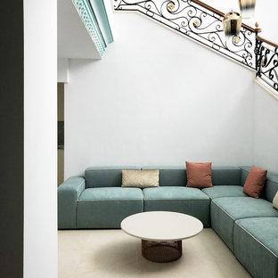 Diseño de salón para visitas abierto, actual, con paredes blancas y suelo beige
