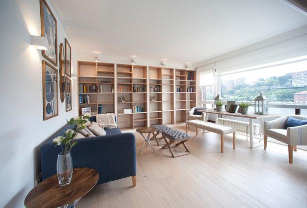 Beach Style Living Room by Sube Susaeta Interiorismo