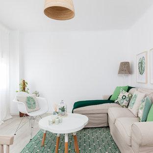 Imagen de salón para visitas abierto, nórdico, de tamaño medio, sin chimenea y televisor, con paredes blancas, suelo de madera clara y suelo beige