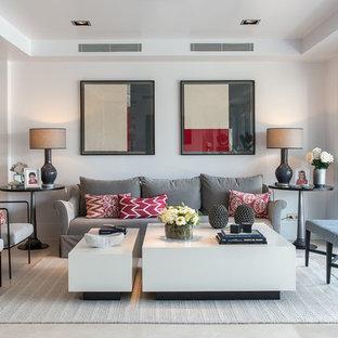 Modelo de salón para visitas abierto, clásico renovado, de tamaño medio, sin chimenea y televisor, con paredes blancas, suelo de baldosas de porcelana y suelo blanco