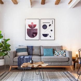 Foto de salón abierto, contemporáneo, con paredes blancas y suelo de madera clara