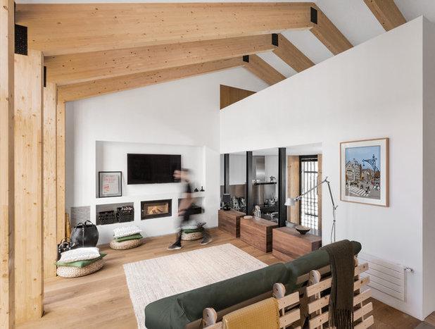 Contemporary Living Room by La Reina Obrera - Arquitectura e Interiorismo