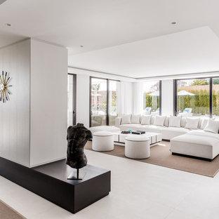 Foto de salón abierto, contemporáneo, con paredes blancas y suelo gris