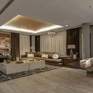 アリカンテの広いトランジショナルスタイルのおしゃれなLDK (フォーマル、マルチカラーの壁、横長型暖炉、壁掛け型テレビ) の写真
