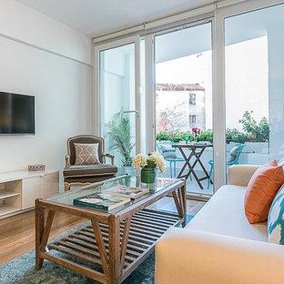 Exempel på ett litet shabby chic-inspirerat separat vardagsrum, med ett finrum, vita väggar, mellanmörkt trägolv och en väggmonterad TV