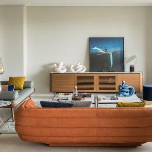 Foto de salón abierto, actual, grande, sin televisor, con paredes beige, suelo de baldosas de porcelana, chimenea tradicional, marco de chimenea de yeso y suelo gris