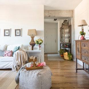 Medium sized vintage living room in Bilbao with brown walls, laminate floors and brown floors.