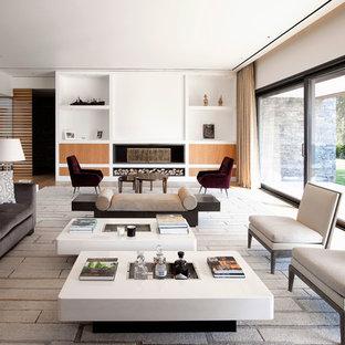Ejemplo de salón para visitas abierto, actual, sin televisor, con paredes blancas y chimenea lineal