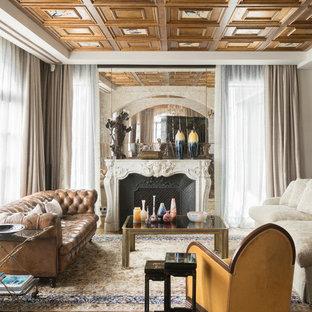 Ejemplo de salón abierto, bohemio, de tamaño medio, con suelo de madera en tonos medios, chimenea tradicional, marco de chimenea de piedra y suelo marrón