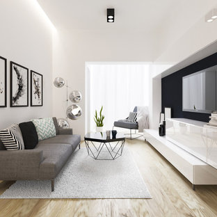 Idee per un piccolo soggiorno minimalista aperto con pareti bianche, parquet chiaro, nessun camino e TV a parete