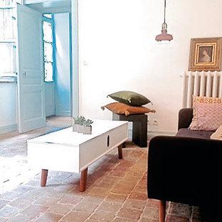 Idee per un soggiorno boho chic di medie dimensioni e aperto con sala formale, pareti bianche, pavimento in terracotta, nessun camino, nessuna TV e pavimento rosa