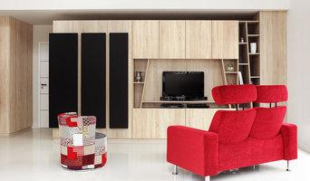 Aménagement salon sur mesure en chêne bardolino et cuir