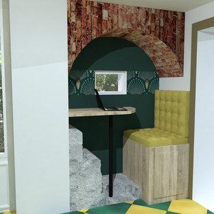 Immagine di un piccolo soggiorno tradizionale aperto con pareti verdi, pavimento con piastrelle in ceramica, nessun camino, nessuna TV e pavimento viola