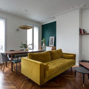 Foto de salón abierto, retro, de tamaño medio, con paredes verdes