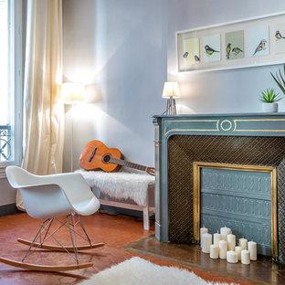 Idées déco pour un salon classique de taille moyenne et fermé avec un mur gris, un sol en carreau de terre cuite, une cheminée standard, un manteau de cheminée en pierre, aucun téléviseur et une salle de musique.