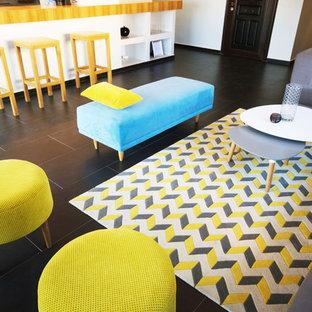 Ispirazione per un soggiorno contemporaneo di medie dimensioni e aperto con angolo bar, pareti blu e pavimento con piastrelle in ceramica