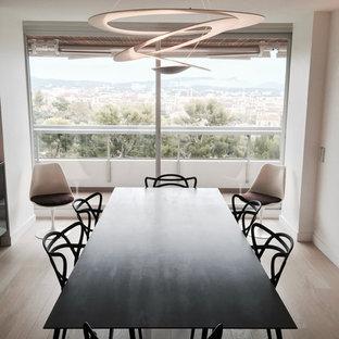 ralisation dun salon design de taille moyenne et ouvert avec un mur blanc