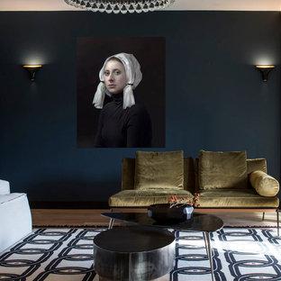 Ispirazione per un grande soggiorno contemporaneo chiuso con sala formale, pareti blu, pavimento in legno massello medio, nessun camino e nessuna TV
