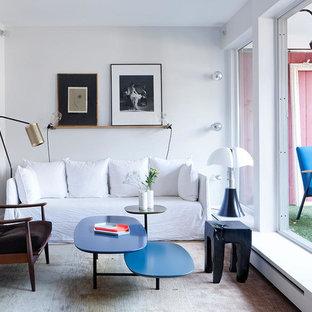 Inspiration pour un salon traditionnel de taille moyenne et fermé avec un mur blanc, une salle de réception, aucune cheminée et aucun téléviseur.