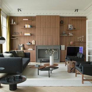 Inspiration pour un salon design en bois fermé avec un sol en bois clair.