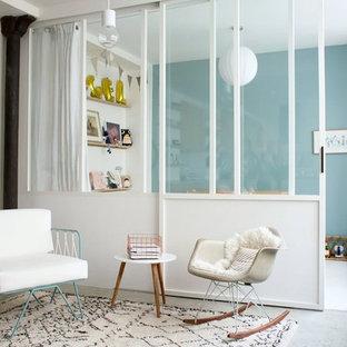 Aménagement d'un salon scandinave de taille moyenne et fermé avec un mur blanc, béton au sol, aucune cheminée et aucun téléviseur.