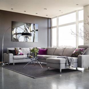 Exemple d'un salon tendance ouvert et de taille moyenne avec un mur noir, béton au sol, aucune cheminée et aucun téléviseur.