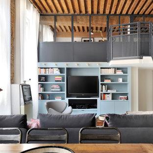 Idées déco pour un salon contemporain ouvert avec un mur blanc, aucune cheminée et un téléviseur indépendant.