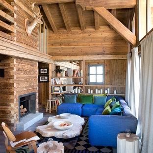 Idées déco pour un salon montagne ouvert et de taille moyenne avec un sol en bois brun, une cheminée standard, un manteau de cheminée en bois, un mur marron, aucun téléviseur et un sol marron.