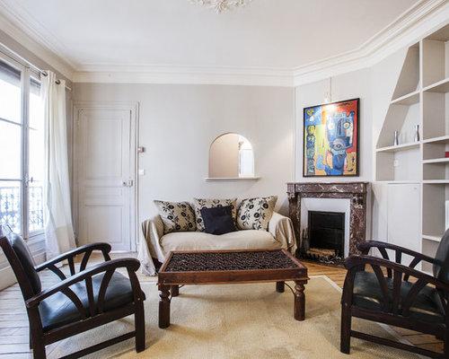 salon avec une biblioth que ou un coin lecture avec une. Black Bedroom Furniture Sets. Home Design Ideas