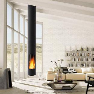 モンペリエのコンテンポラリースタイルのおしゃれなリビング (吊り下げ式暖炉、金属の暖炉まわり) の写真