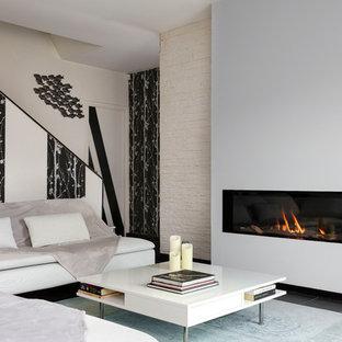 Idée de décoration pour un grand salon design avec un mur beige, une cheminée standard, aucun téléviseur et un sol noir.