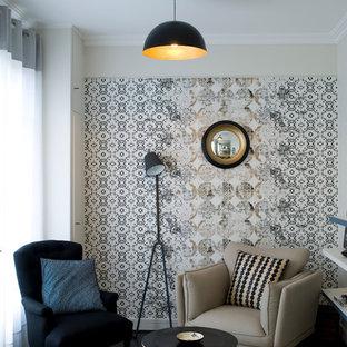 Idée de décoration pour un petit salon avec une bibliothèque ou un coin lecture design fermé avec aucune cheminée, aucun téléviseur et un mur bleu.