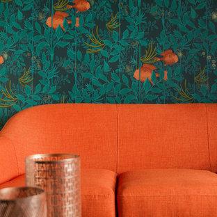 パリの小さいコンテンポラリースタイルのおしゃれな独立型リビング (ライブラリー、青い壁、淡色無垢フローリング、内蔵型テレビ) の写真